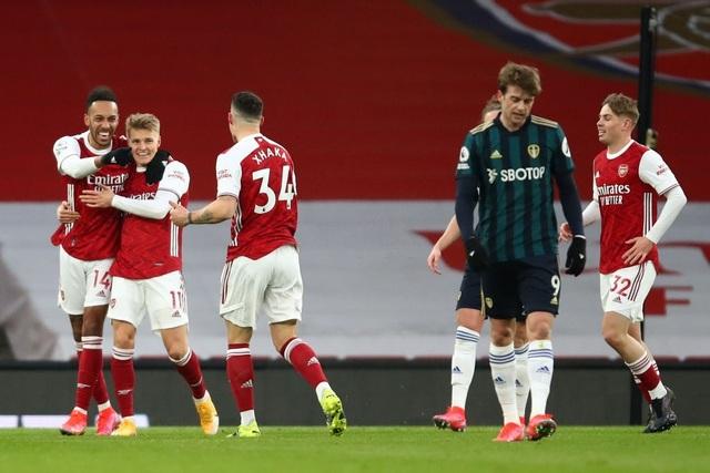 Aubameyang thăng hoa rực rỡ, Arsenal vượt mặt Leeds - 5