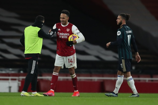 Aubameyang thăng hoa rực rỡ, Arsenal vượt mặt Leeds - 12