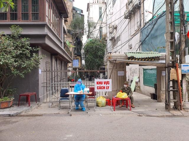 Hà Nội: Cách ly, phong tỏa thêm 1 ngôi nhà và 2 quán cà phê - 1