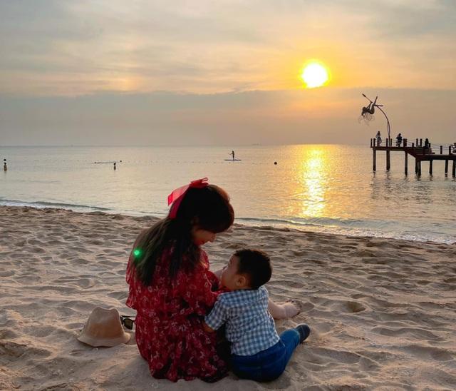 Hòa Minzy bất ngờ công khai con trai đầu lòng - 1