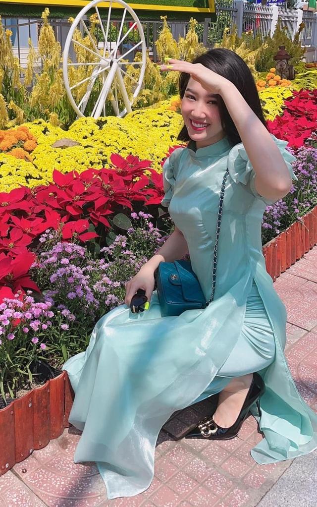 Sao Việt mặc gì trong những ngày đầu năm mới? - 10