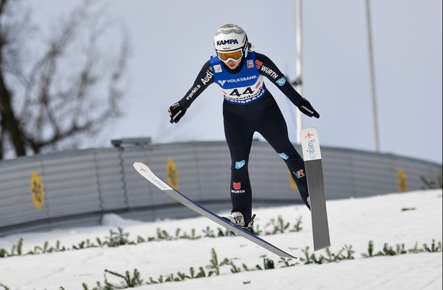 Vận động viên trượt tuyết khoe ảnh gợi cảm trên tạp chí Playboy - 4