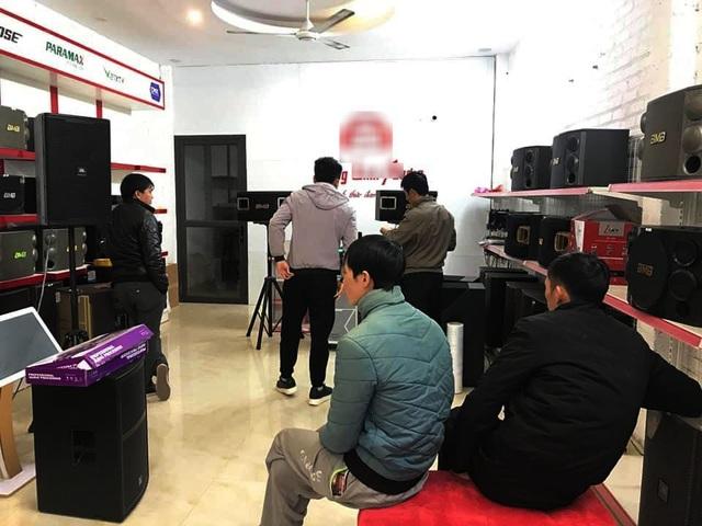 Dân ở nhà tránh dịch, thiết bị karaoke tại gia cháy hàng đầu năm mới - 1