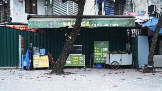 Loa phường nhắc nhở, hàng quán ở Hà Nội lắp vách ngăn, bán mang về - 2