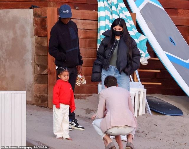 Kylie Jenner lại tái ngộ bồ cũ Travis Scott - 1