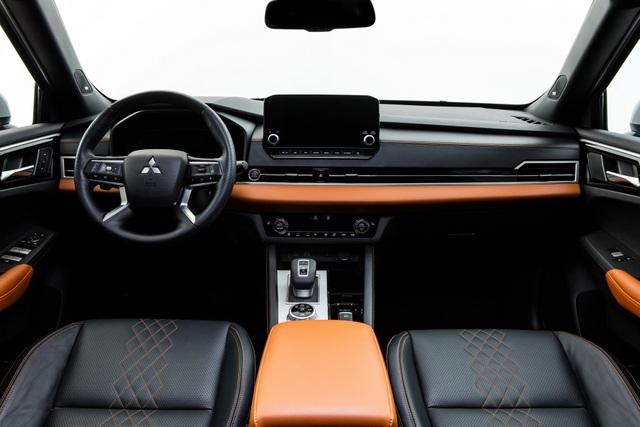 Mitsubishi Outlander 2022 ghi điểm về thiết kế, bị trừ điểm động cơ - 4