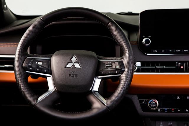Mitsubishi Outlander 2022 ghi điểm về thiết kế, bị trừ điểm động cơ - 41