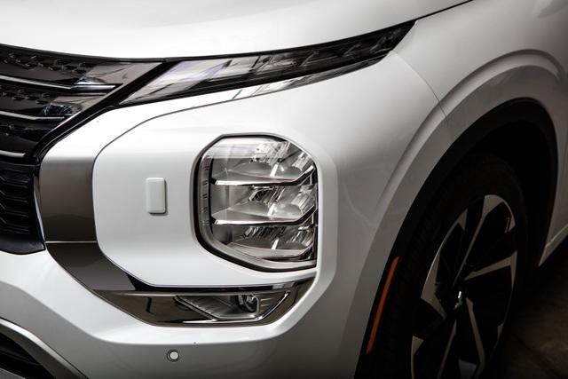 Mitsubishi Outlander 2022 ghi điểm về thiết kế, bị trừ điểm động cơ - 15