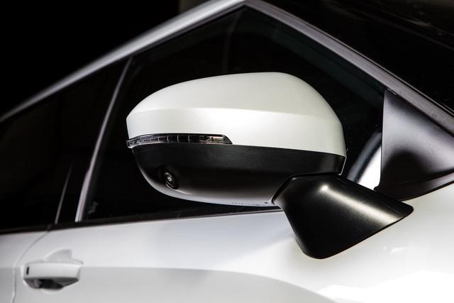 Mitsubishi Outlander 2022 ghi điểm về thiết kế, bị trừ điểm động cơ - 17