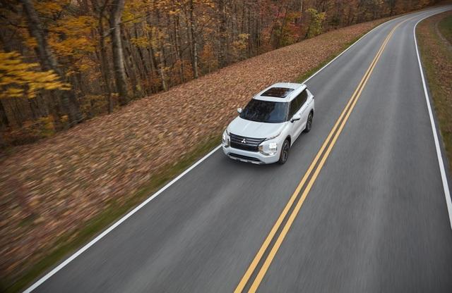 Mitsubishi Outlander 2022 ghi điểm về thiết kế, bị trừ điểm động cơ - 9