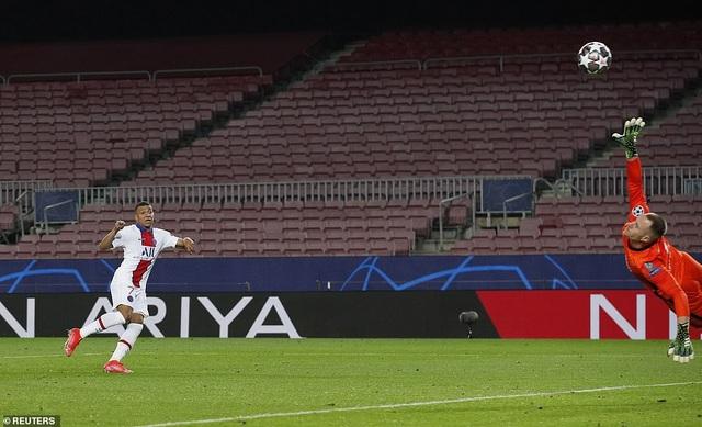 Barcelona 1-4 PSG: Cú hattrick của Mbappe - 9