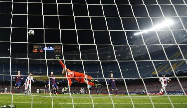 Barcelona 1-4 PSG: Cú hattrick của Mbappe - 4
