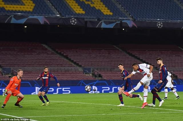 Barcelona 1-4 PSG: Cú hattrick của Mbappe - 10