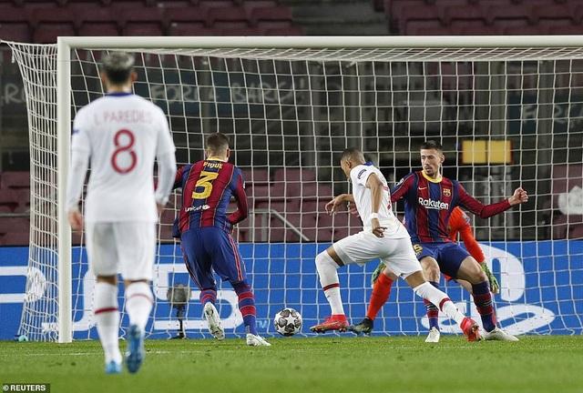 Barcelona 1-4 PSG: Cú hattrick của Mbappe - 3