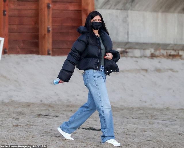 Kylie Jenner lại tái ngộ bồ cũ Travis Scott - 6