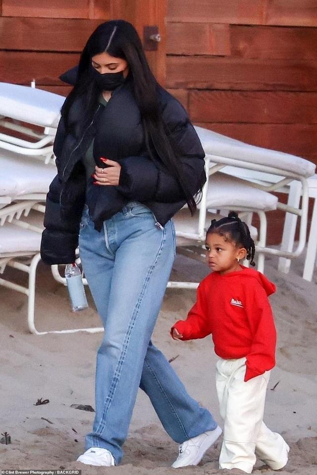 Kylie Jenner lại tái ngộ bồ cũ Travis Scott - 4