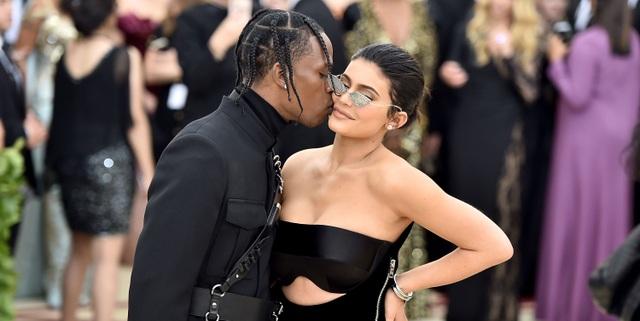 Kylie Jenner lại tái ngộ bồ cũ Travis Scott - 8