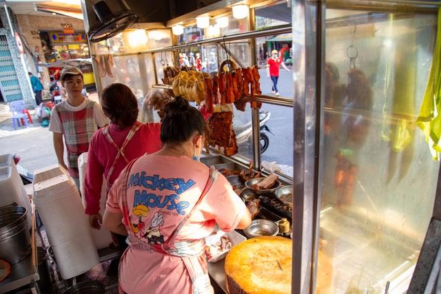 TP.HCM: Đầu năm, các quán heo, vịt quay ế khách khác thường - 2