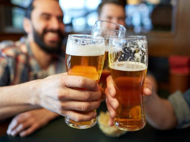 Vì sao rượu bia được xem là kẻ thù của lá gan? - 1