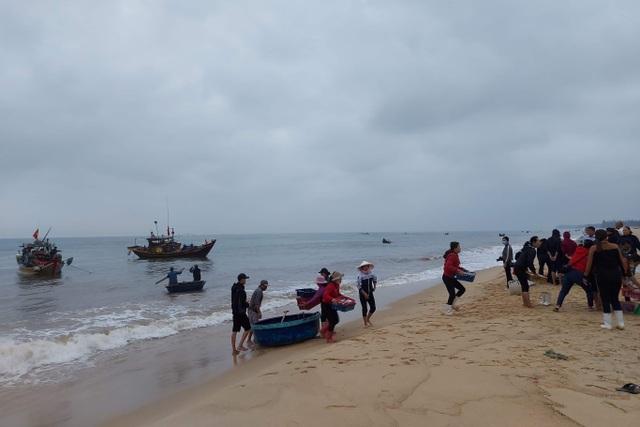Ngư dân bãi ngang vui mừng trúng lộc biển những ngày đầu năm mới - 1