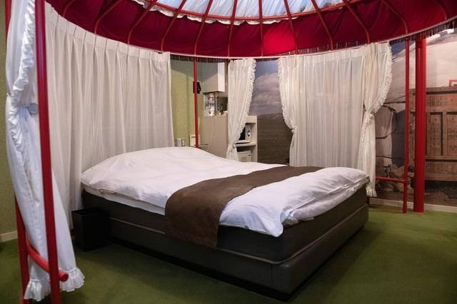 Lạ lùng: Khách sạn tình yêu chết dần vì thanh niên lười yêu - 3