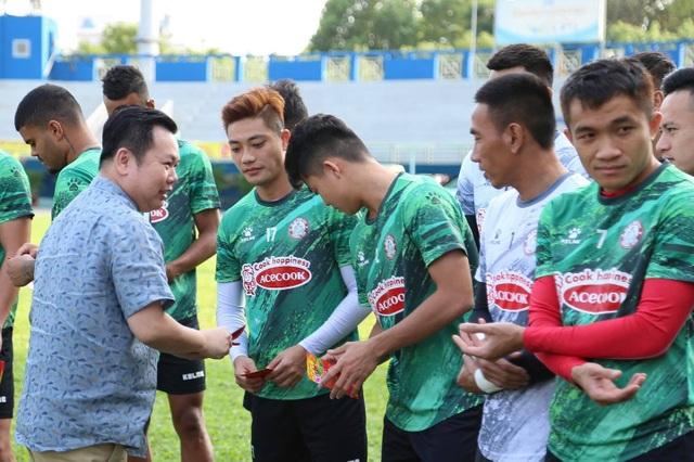 Lee Nguyễn trở lại tập luyện, mừng vì không bị phạt do tăng cân - 3
