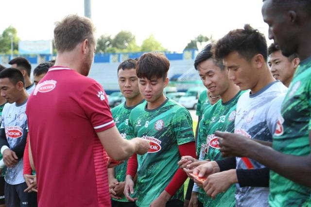 Lee Nguyễn trở lại tập luyện, mừng vì không bị phạt do tăng cân - 5