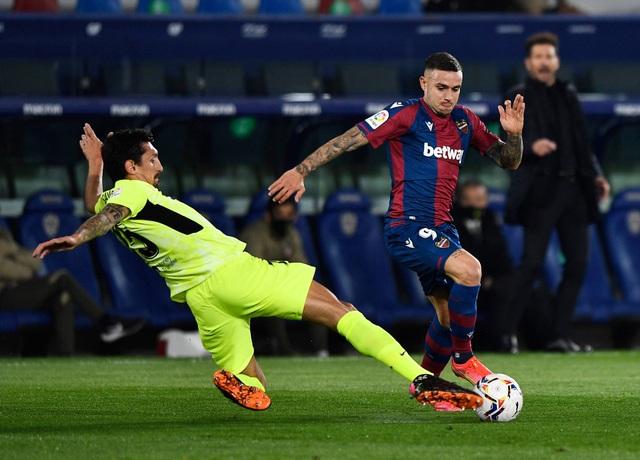 Luis Suarez vô duyên, Atletico lỡ cơ hội bỏ xa Real Madrid - 7