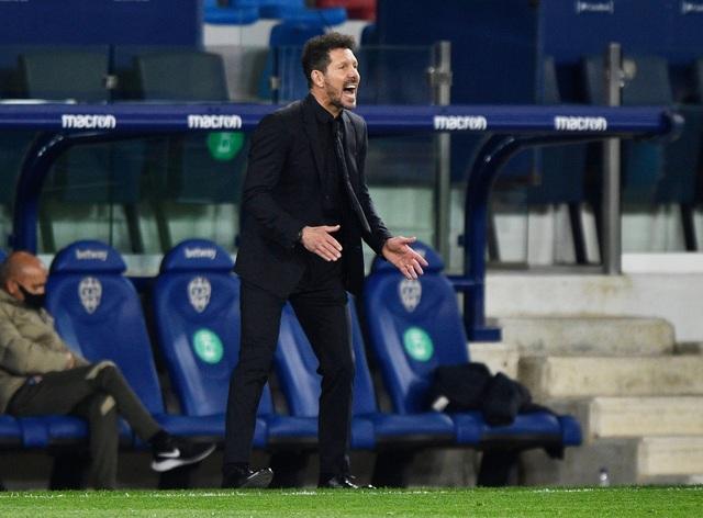 Luis Suarez vô duyên, Atletico lỡ cơ hội bỏ xa Real Madrid - 9