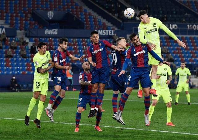 Luis Suarez vô duyên, Atletico lỡ cơ hội bỏ xa Real Madrid - 5