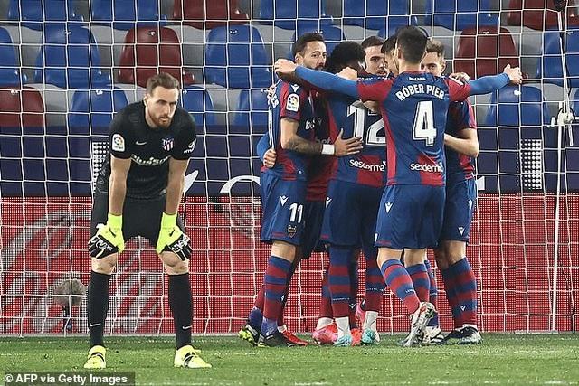 Luis Suarez vô duyên, Atletico lỡ cơ hội bỏ xa Real Madrid - 2