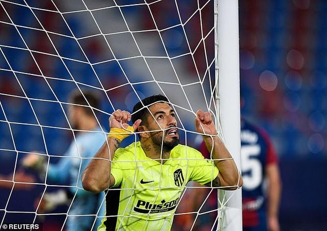 Luis Suarez vô duyên, Atletico lỡ cơ hội bỏ xa Real Madrid - 8