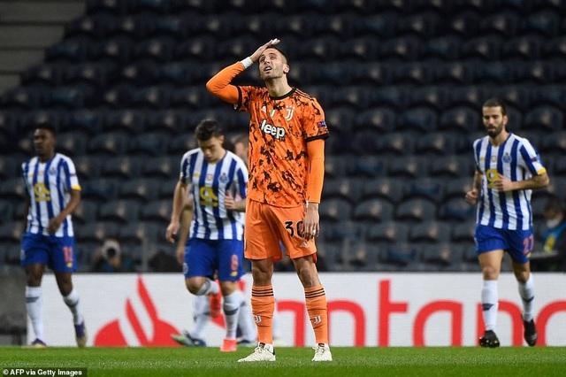 C.Ronaldo nổi giận lôi đình sau khi bị từ chối phạt đền - 4