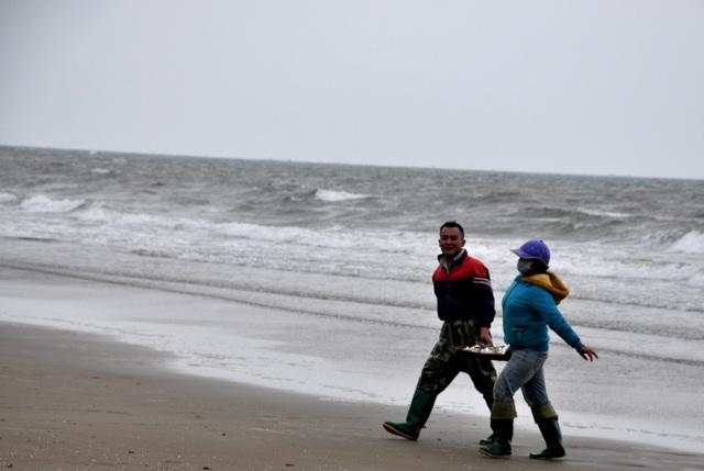 Xông biển đầu năm, mỗi ngày thu nhập cả triệu đồng - 6