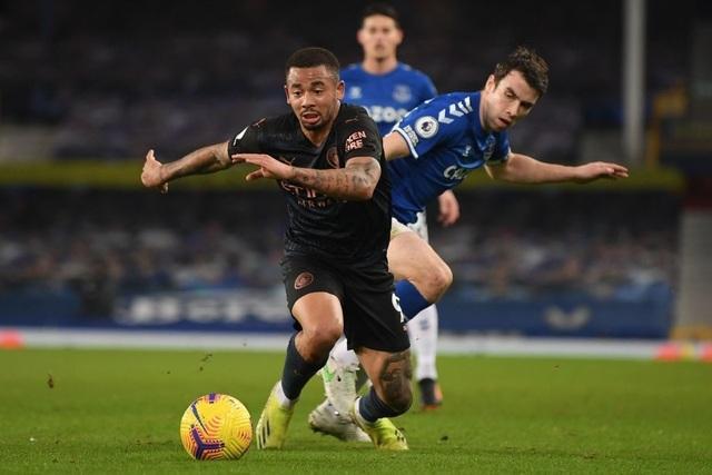 Đánh bại Everton, Man City hơn Man Utd 10 điểm - 3