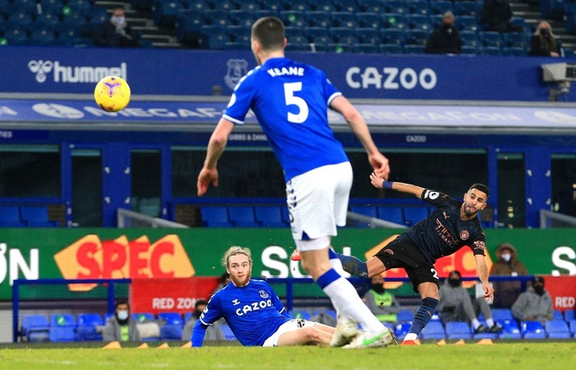 Đánh bại Everton, Man City hơn Man Utd 10 điểm - 2