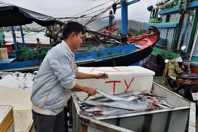 Ăn Tết trên biển, ngư dân trúng lộc đầu năm mới - 3