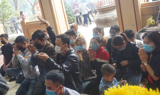 Visitors wearing masks bustling to pray for their early career - 10