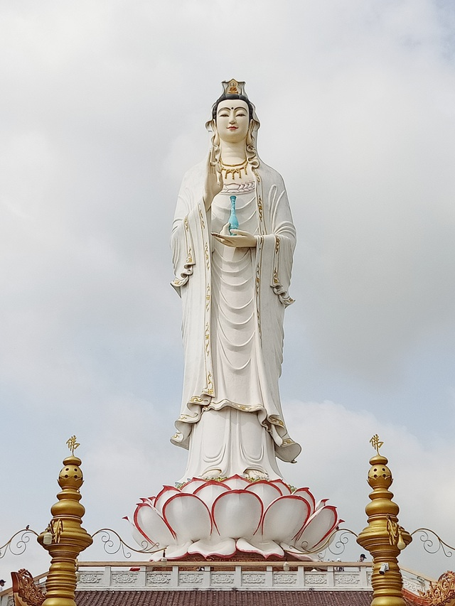 The tallest statue of Guan Yin in the West, going more than 50 steps to the foot of the statue - 2