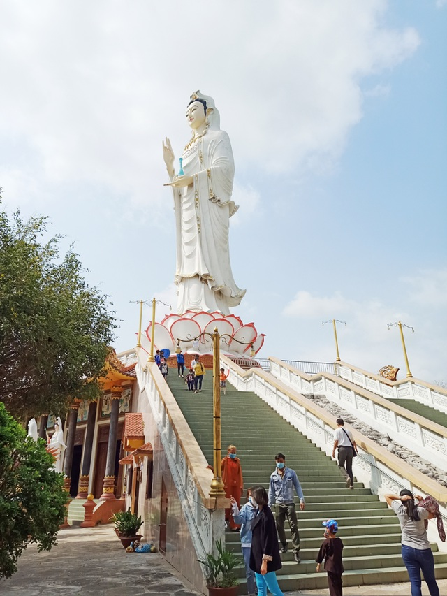 The tallest statue of Guan Yin in the West, going more than 50 new steps to the foot of the statue - 4