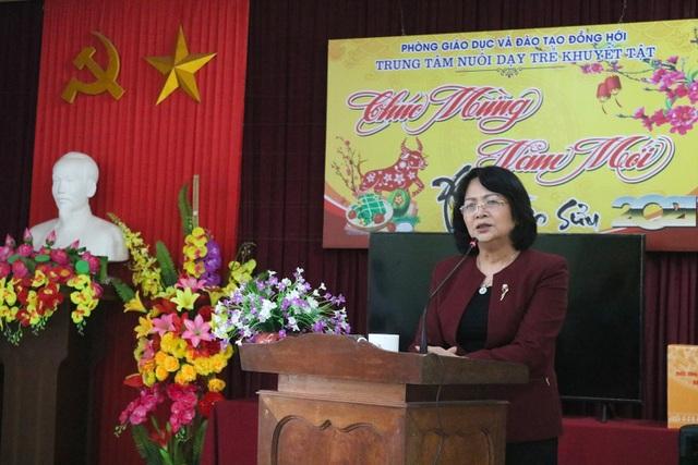 Phó Chủ tịch nước thăm và tặng quà Trung tâm nuôi dạy trẻ khuyết tật  - 1