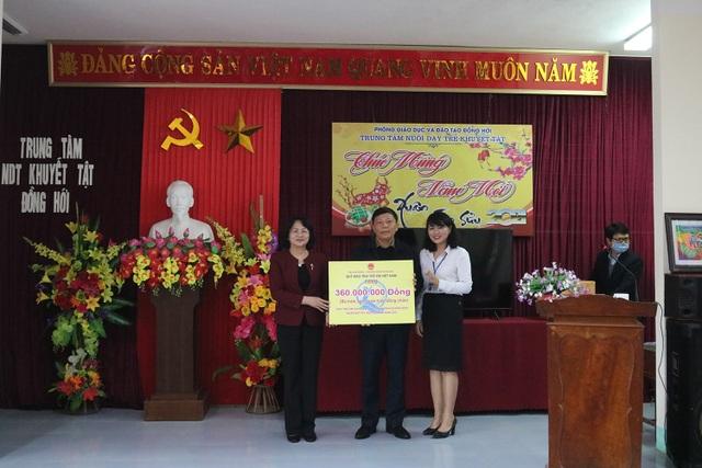 Phó Chủ tịch nước thăm và tặng quà Trung tâm nuôi dạy trẻ khuyết tật  - 2