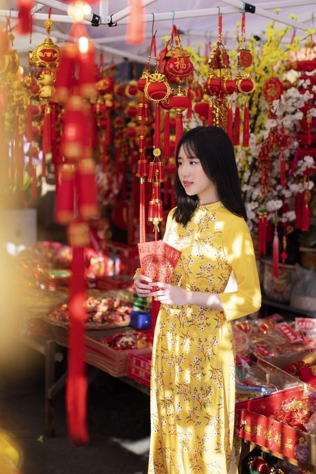 Rực rỡ sắc vàng với bộ ảnh áo dài đón Tết của du học sinh tại Mỹ - 10