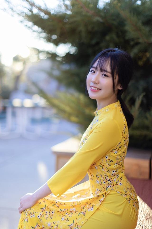 Rực rỡ sắc vàng với bộ ảnh áo dài đón Tết của du học sinh tại Mỹ - 3