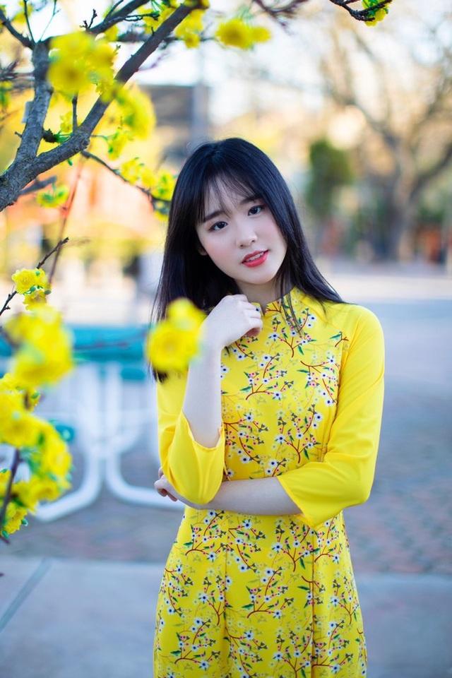 Rực rỡ sắc vàng với bộ ảnh áo dài đón Tết của du học sinh tại Mỹ - 5