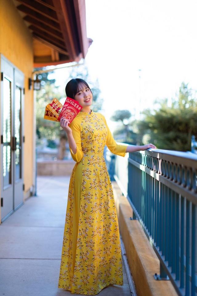 Rực rỡ sắc vàng với bộ ảnh áo dài đón Tết của du học sinh tại Mỹ - 7