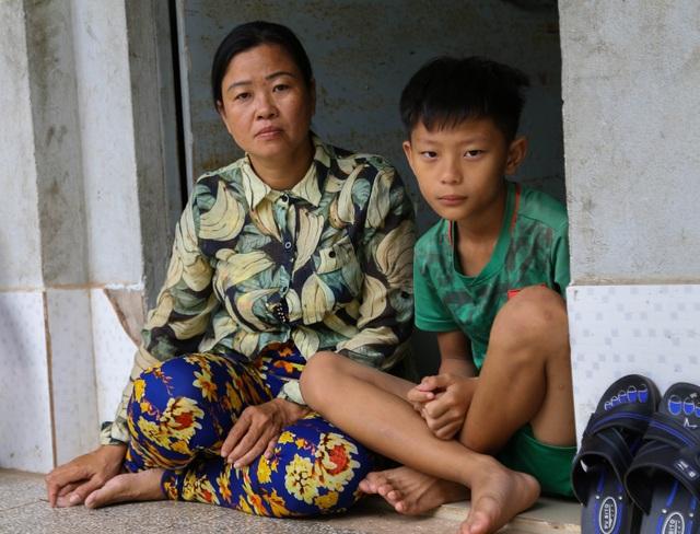 Ngày Tết, mẹ nghèo chỉ mong có tiền cho con nhập viện - 1