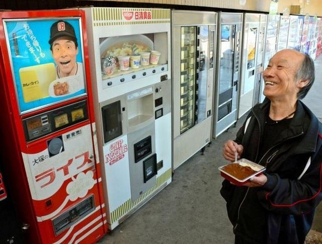 Những thứ kỳ lạ có thể xuất hiện trong máy bán hàng tự động tại Nhật - 6
