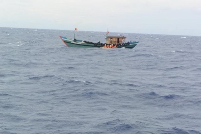 Thuê tàu đi câu trên biển, 3 người chết, 2 người mất tích - 1