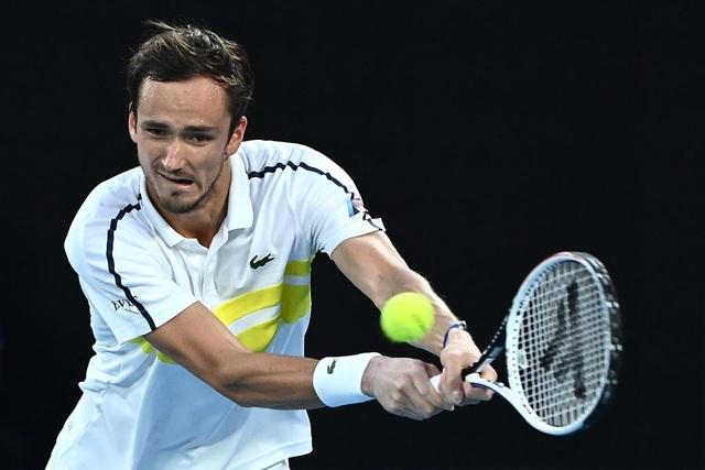 Australian Open: Vượt qua Tsitsipas, Medvedev tranh cúp bạc với Djokovic - 5